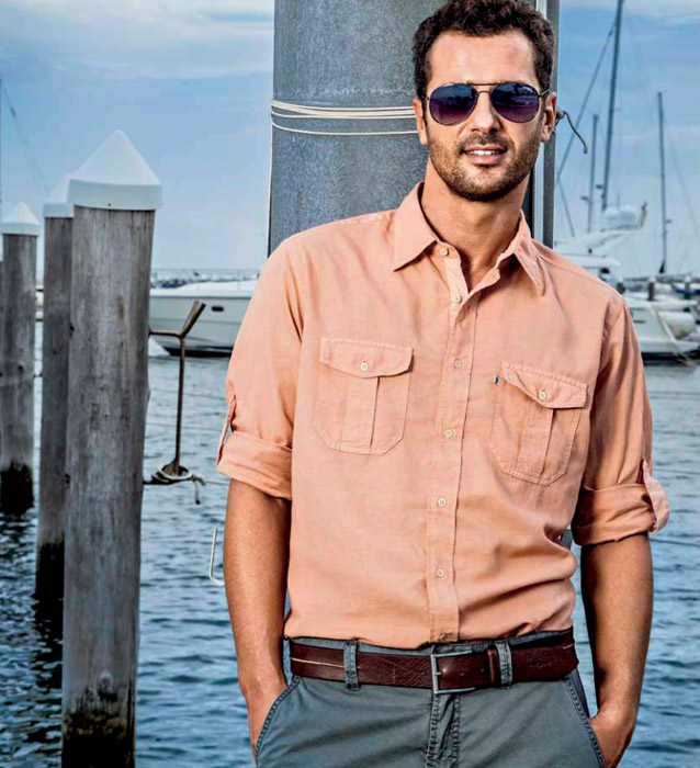man-wearing-linen-shirt-by-the-sea